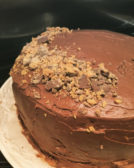 honeycomb-crunch-chocolate-cake