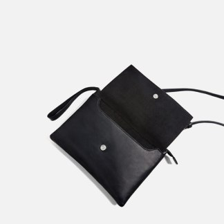 classic-leather-crossbody-bag2